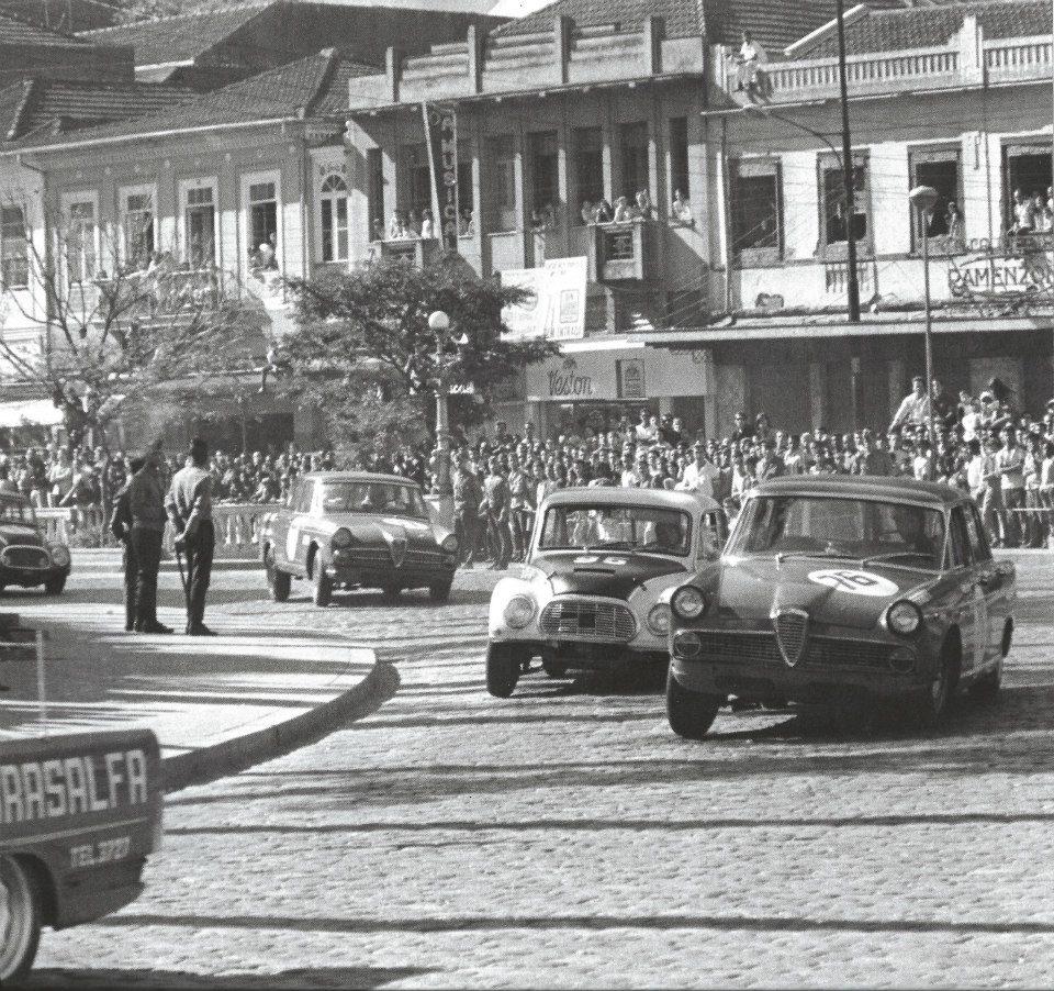 Equipe oficial de fábrica FNM, o DKW #95 de Sá Motta entre os mais fortes...